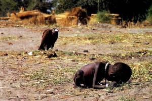 アフリカの子供とハゲタカ